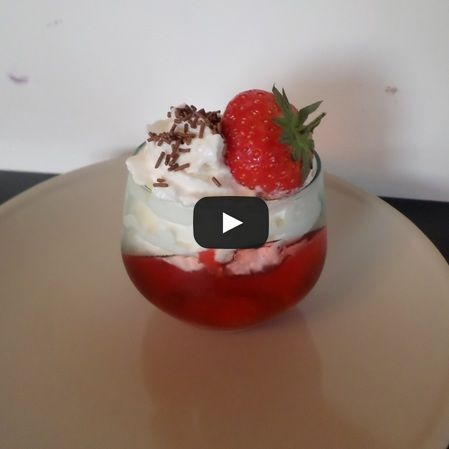 Gelatina con crema dulce