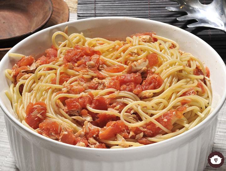 Espagueti con salsa de atún