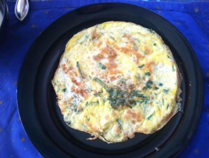 Tortilla de huevo con espinacas y queso