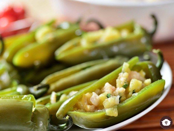 Chiles jalapeños rellenos de camarón con piña