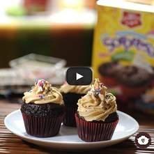 Panquecito sorpresa sabor chocolate con betún de crema de cacahuate