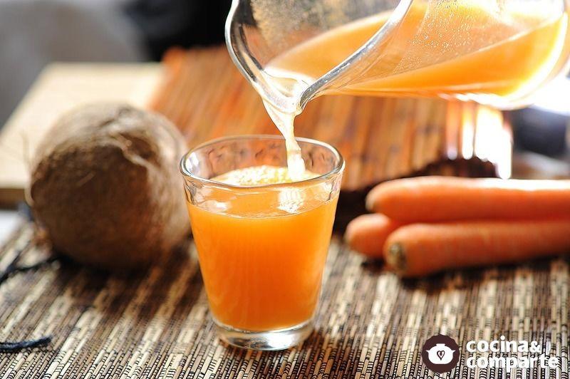 Agua de coco y zanahoria