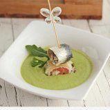 Salmorejo de espárragos con rolling de queso, salmón sardina y arúgula