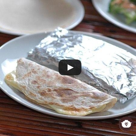 Quesadillas de harina con frijoles y queso