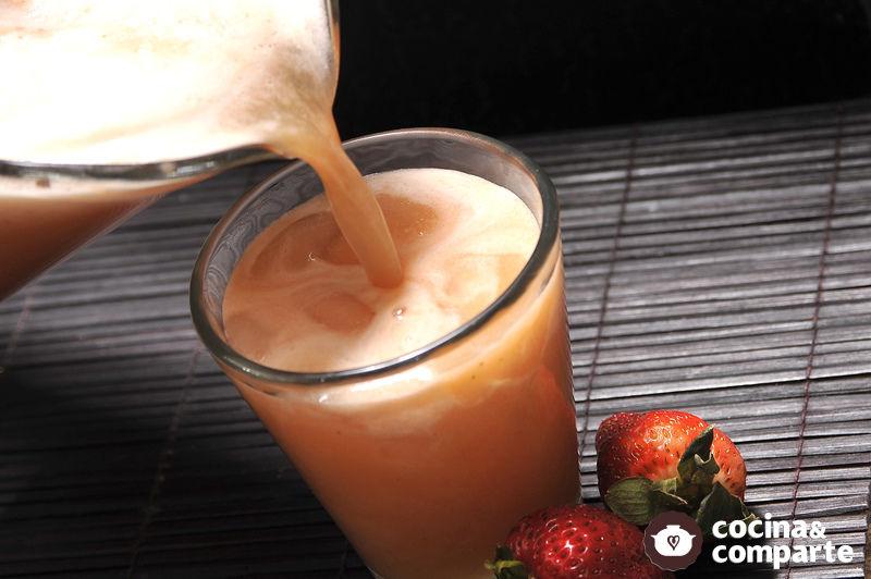 Agua de piña con fresa
