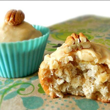 Muffins de manzana y avena con cobertura de cacahuate