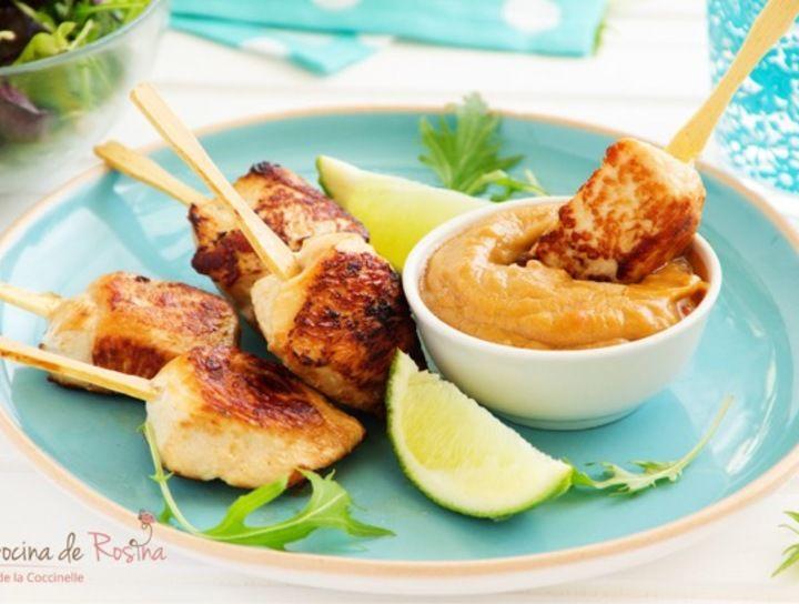 Brochetas de pollo en salsa de cacahuate y soya