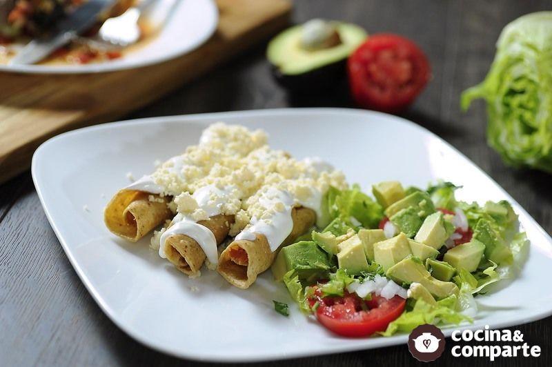 Tacos dorados de pavo