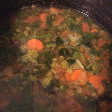 Sopa de lentejas al poblano