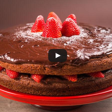 Pastel de chocolate y frutos rojos