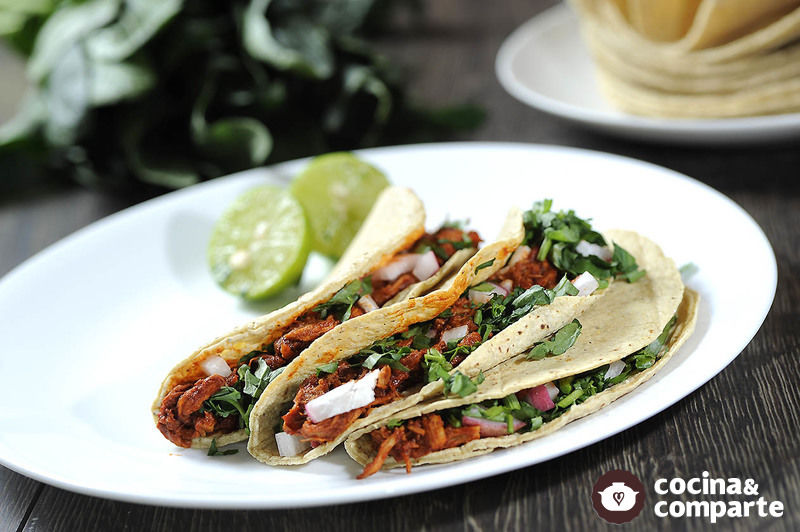 Tacos de carne adobada