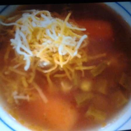Sopa de nopales con queso