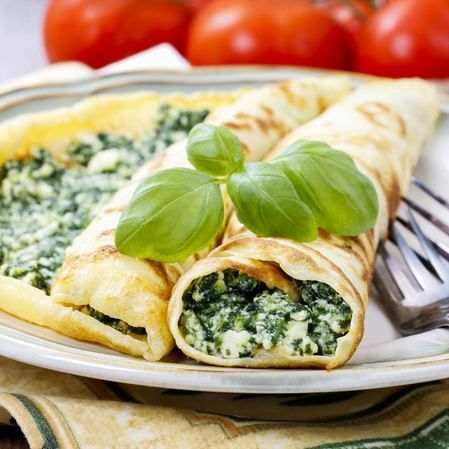 Crepas rellenas de queso y espinaca