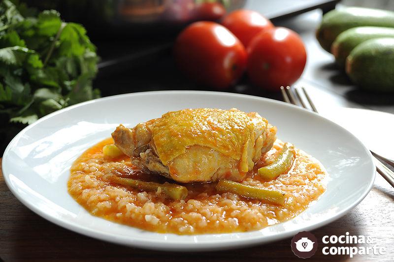 Pollo con arroz rojo