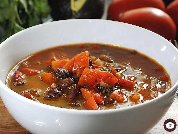 Sopa de frijol con pimientos