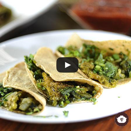 Tacos de chicharrón con poblano