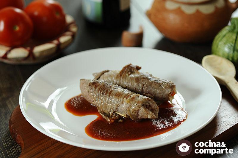 Bistec de res relleno de arroz
