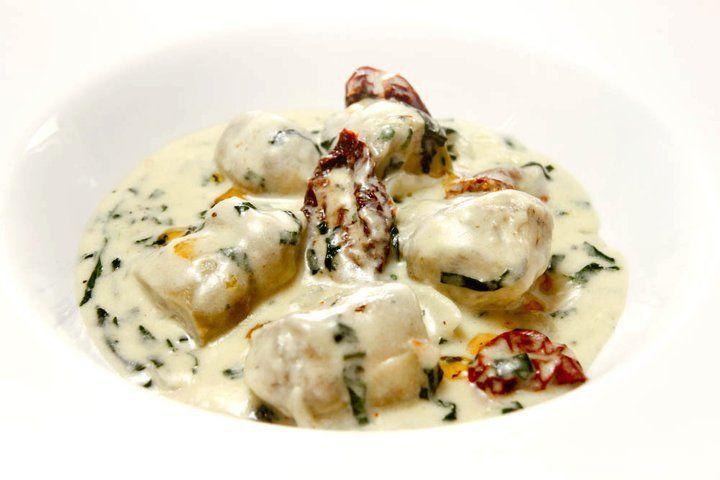 Alcachofas en salsa de queso y espinaca
