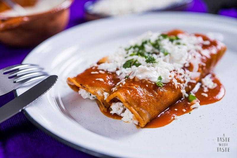 Enchiladas rellenas de requesón