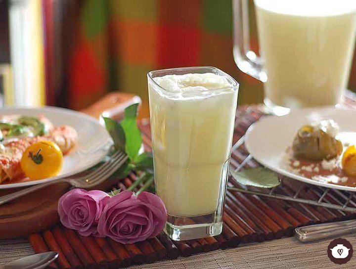 Agua fresca de coco con piña