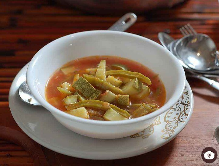 Sopa de elote con nopales