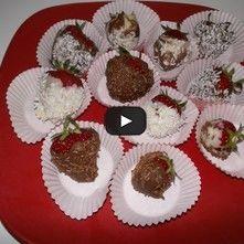 Fresas con chocolate y confitadas de coco y chispas de chocolate