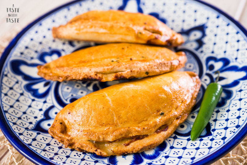 Pastes de papa con carne al estilo Real del Monte