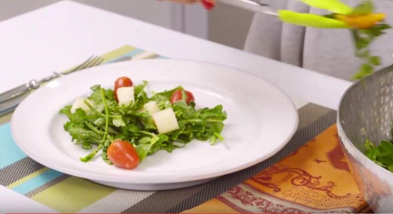 Ensalada verde con duraznos y vinagreta sorpresa