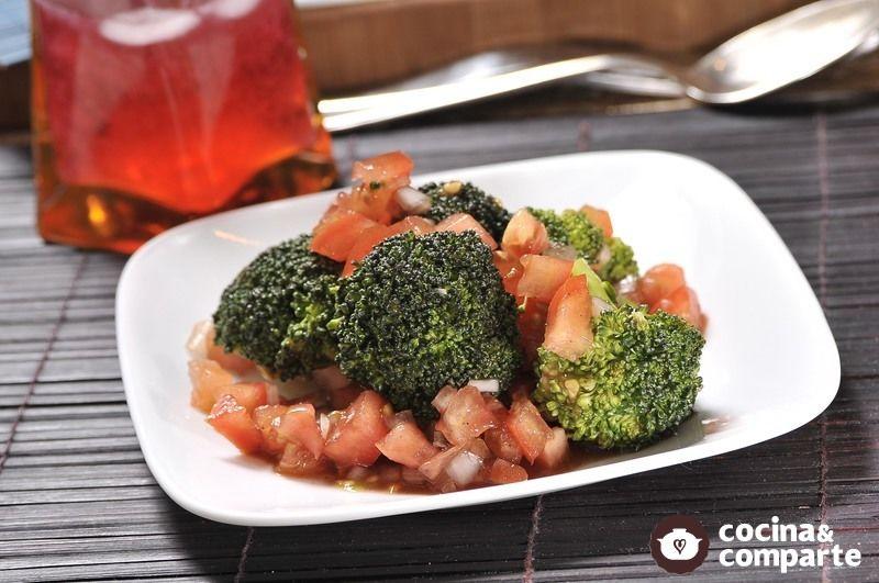 Ensalada de tomate y brócoli