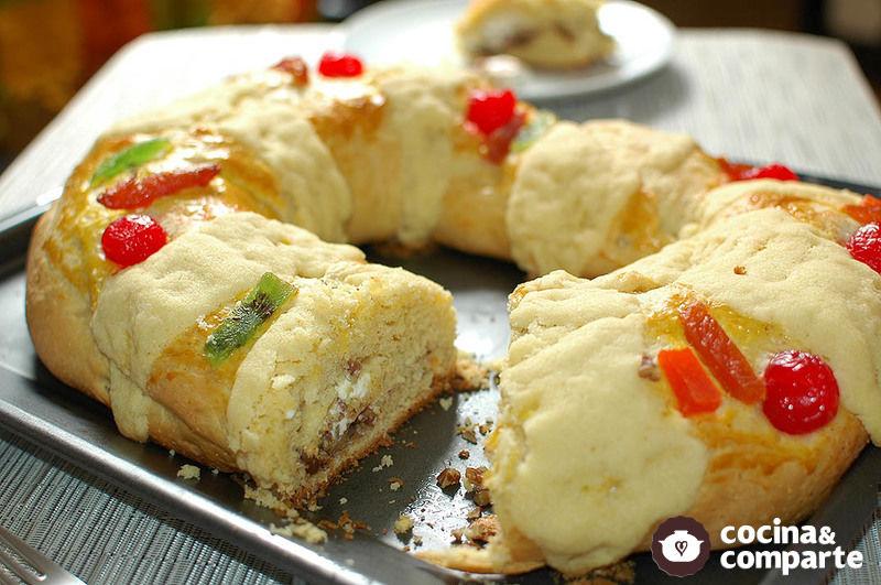 Rosca de Reyes rellena de queso y nuez