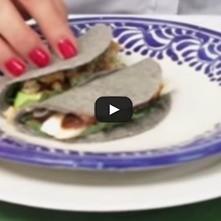Tacos mexicanos con hoja santa