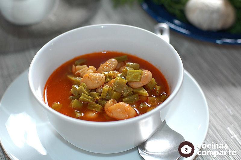 Sopa de alubias con nopales