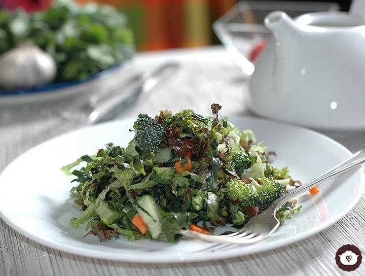 Ensalada de verduras crudas