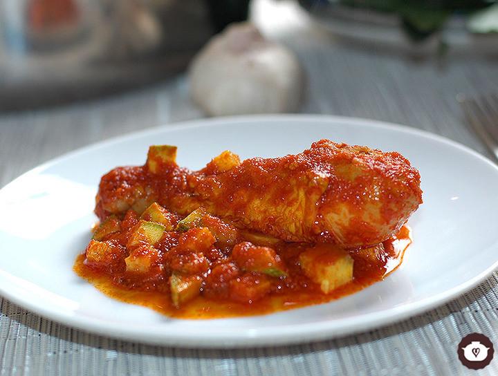 Pollo en salsa de tres chiles