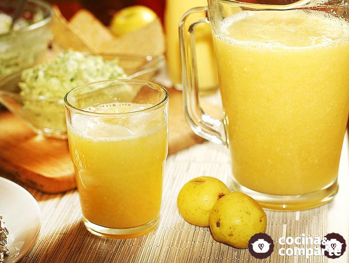 Agua fresca de naranja y guayaba
