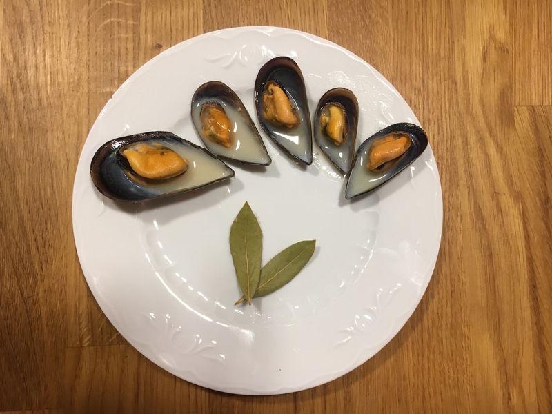 Mejillones con vino blanco y mostaza
