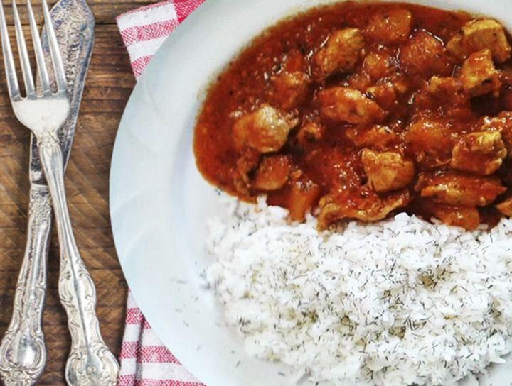 Pollo al Curry en Salsa de Pimientos del Piquillo