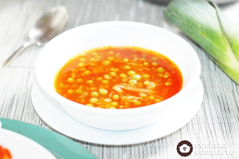 Sopa de chícharos con poro