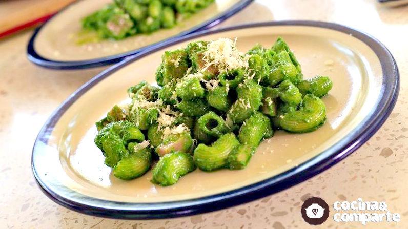 Coditos verdes con jamón