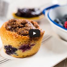 Muffins de plátano y frutos rojos