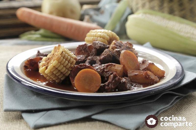 Cacerola de carne de res al chile ancho