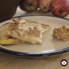Quesadillas de mantequilla de cacahuate con manzana