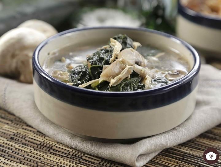 Sopa picante de pollo con verduras