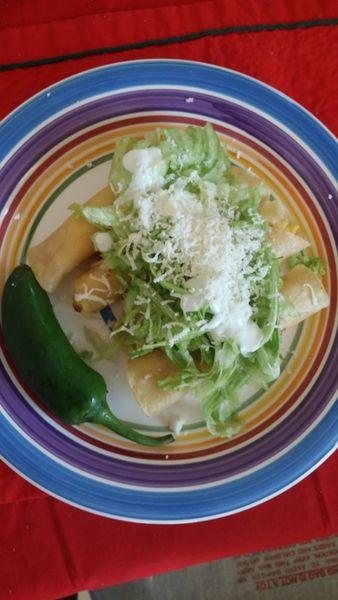 Tacos de huevo con queso