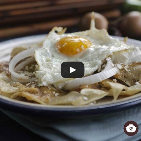 Chilaquiles en salsa de morita con huevo