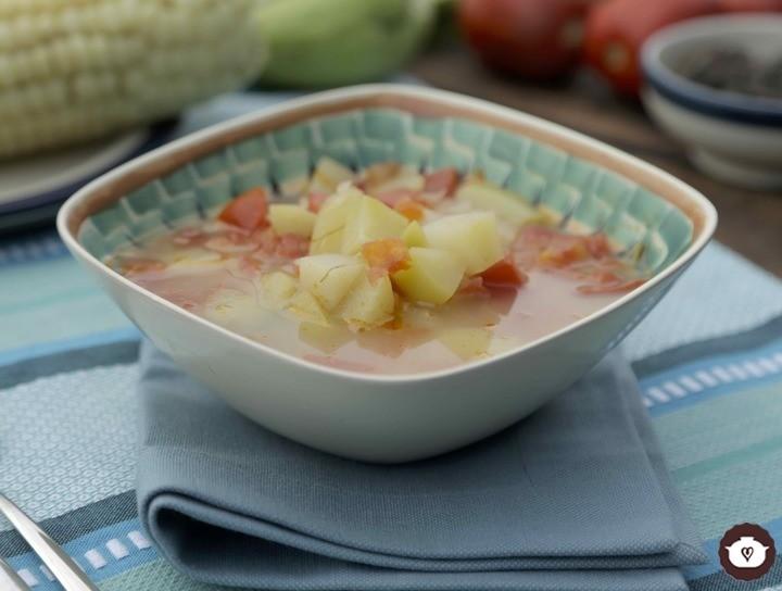 Sopa de elote cacahuacintle con chayote