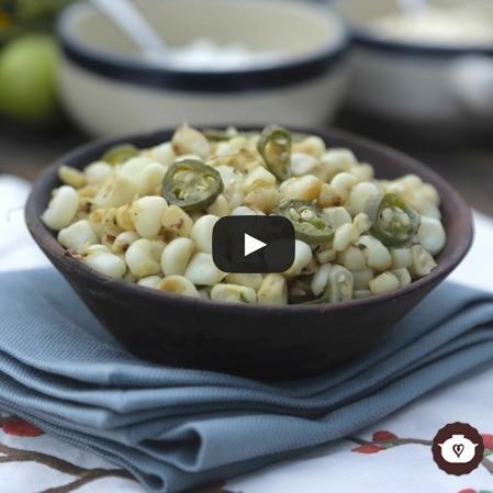 Esquites hervidos con mantequilla, epazote y chile