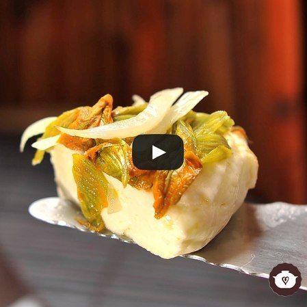 Queso panela con flor de calabaza