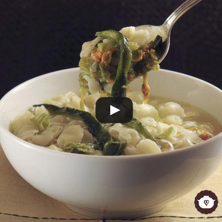 Sopa minestra con flor de calabaza