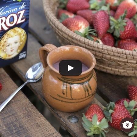 Atole de harina de arroz con fresas